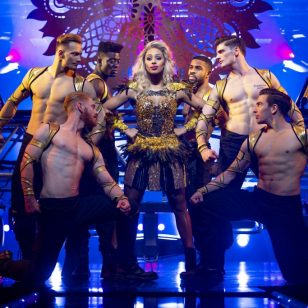 Alexandra Burke and Company in The Bodyguard UK Tour - photo by Paul Coltas