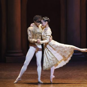 Momoko Hirata as Juliet and César Morales as Romeo photo by Bill Cooper